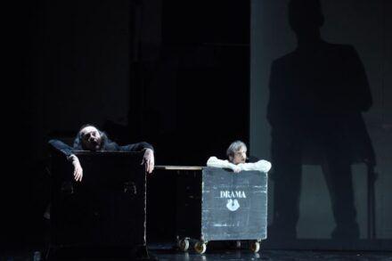 Samuel Beckett: Konec igre / Na fotografiji: Matija Rozman in Veronika Drolc Foto: Peter Uhan