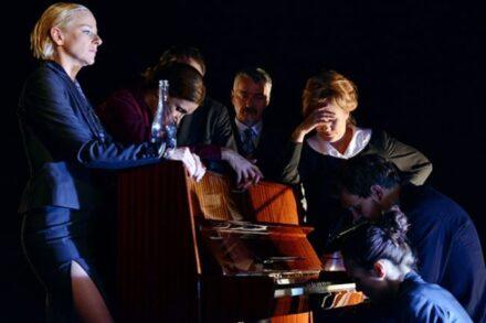 Na fotografiji: Barbara Cerar, Maja Sever, Matjaž Tribušon, Vojko Zidar, Maja Končar, Aljaž Jovanović in Tina Vrbnjak Foto: Peter Uhan