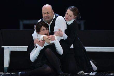 Na fotografiji: Zvezdana Mlakar, Jernej Šugman in Nina Ivanišin Foto: Peter Uhan