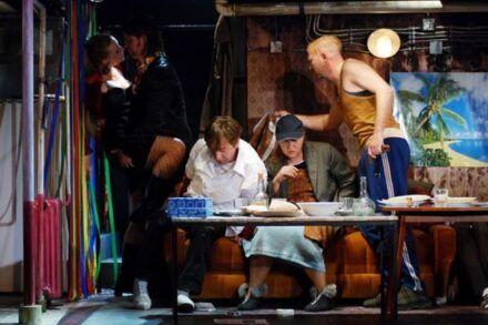 Na fotografiji: Nina Valič, Jurij Zrnec, Gregor Baković, Maja Končar in Boris Mihalj Foto: Peter Uhan