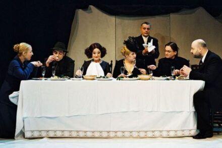 Na fotografiji: Nataša Barbara Gračner, Gorazd Logar, Jerca Mrzel, Maja Končar, Vojko Zidar, Branko Šturbej in Jernej Šugman Foto: Peter Uhan